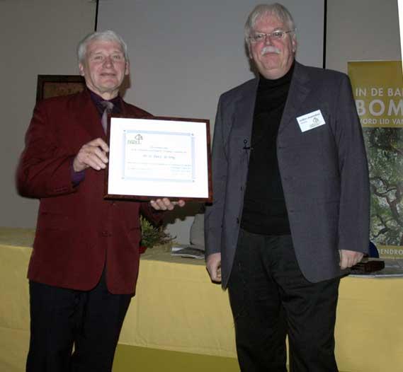 Piet de Jong (links) erelid