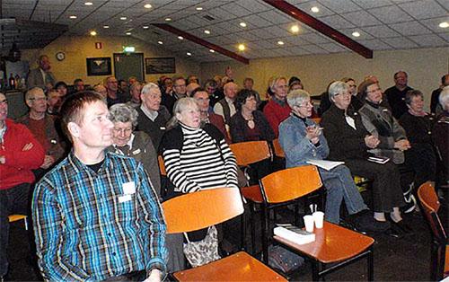 Een volle zaal luisterde aandachtig