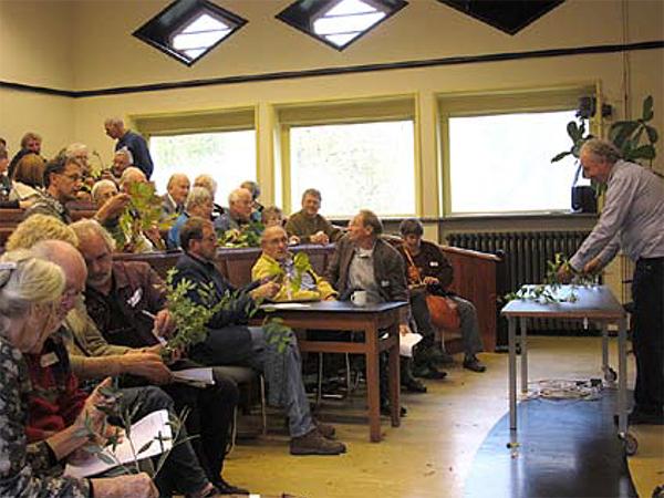 Na de lunch volgde de 'takkenwedstrijd' o.l.v. Hans Janssen en Klaas Verboom.